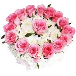 Tort din flori roz