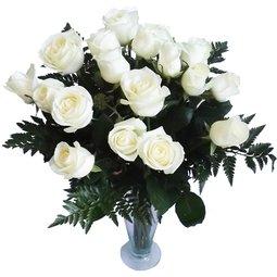 Trandafiri albi de ziua ei