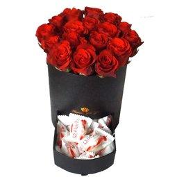 Trandafiri si Raffaello in cutie