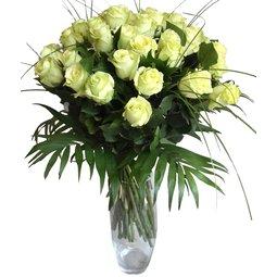 Stralucire cu trandafiri albi