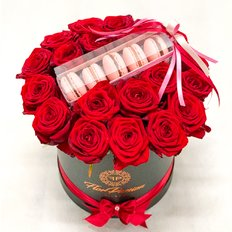 Red Roses and Chocolate Box | FlorPassion Local Florist Milan