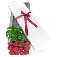 Dozen Red Naomi Gift Box | Milan and Monza Florist | Red Roses