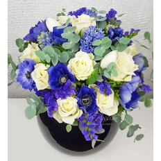 Bouquet with Blu & White Flowers | Sending Flowers Milan